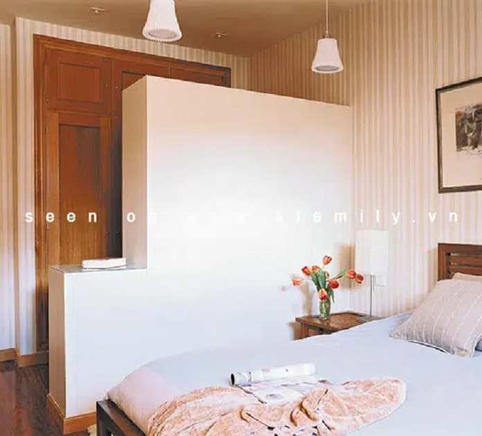Detailed instructions on how to place a cabinet with a mirror in the bedroom - Phong-thuy-phong-nguyen